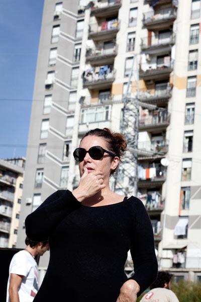 """Roberta Torre a Librino, Catania, sul set di """"I baci mai dati""""."""